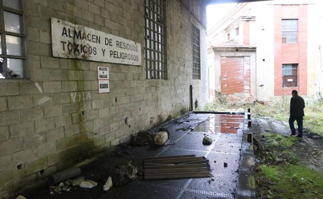 Vecinos de Pumarabule denuncian vertidos tóxicos en el antiguo pozo minero