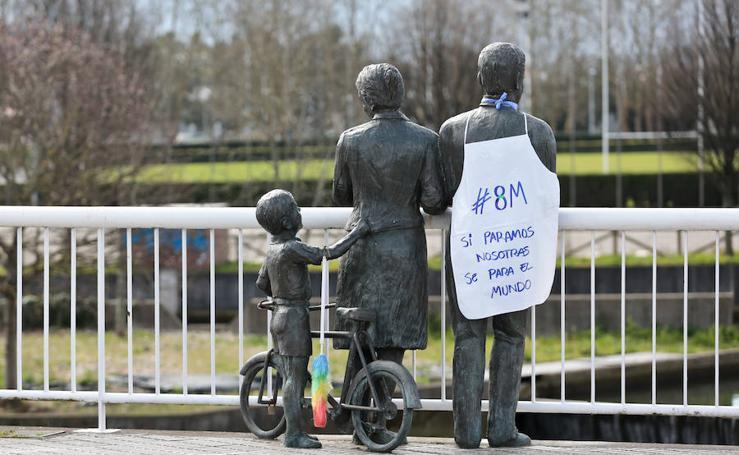 Las estatuas con mandiles se suman al 8 M