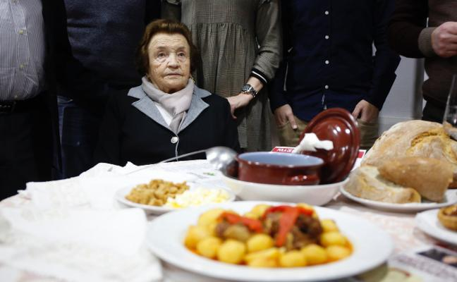 Laviana se rinde al 'cabritu' de Predestina Fernández