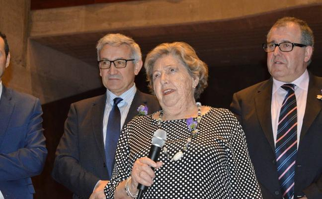 Marita Aragón, primera vicerrectora universitaria, homenajeada en Luarca