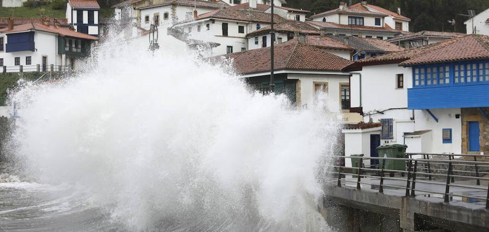 Alerta roja en Asturias por vientos de 140 kilómetros por hora