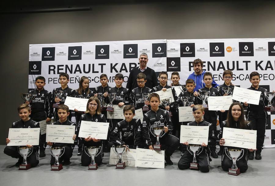 Fernando Alonso entrega los premios de 'Renault Kart Pequeños Campeones'