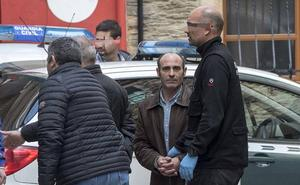 La Guardia Civil registra la casa de la madre de Ledo en Coaña en busca del arma del crimen