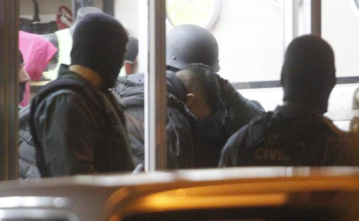 Seis personas detenidas mientras hacían un brutón en una joyería de Gijón