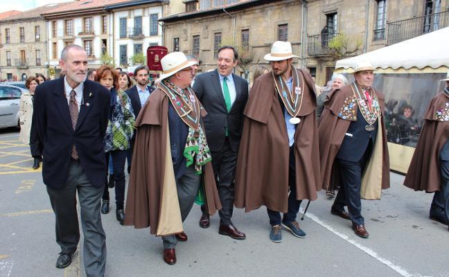 Villaviciosa y Granada, hermanadas por les fabes