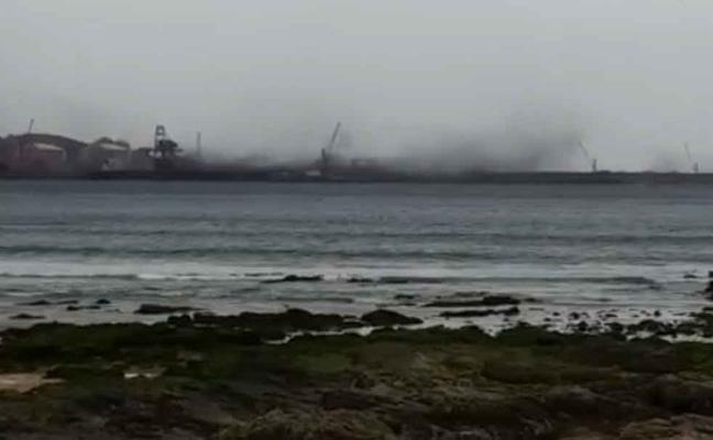 Urgen la adopción de medidas tras las últimas 'nubes negras' de El Musel