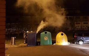 Alertan de la quema de contenedores en Lugones