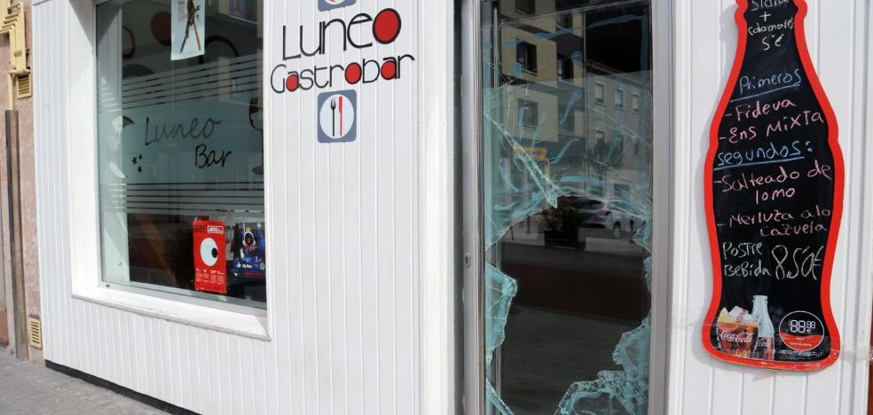 Tres ladrones logran huir tras robar dinero en una cafetería de Lugo de Llanera