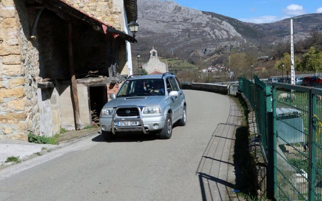 El alcalde de Sobrescobio afirma que no descarta la circunvalación de Villamorey