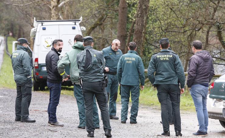 La Guardia Civil y la Policía judicial siguen buscando pruebas en los alrededores del embalse de Arbón
