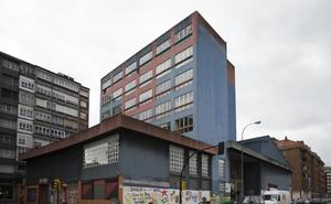 La propuesta de derribo de la Casa Sindical de Gijón divide a los grupos de la oposición