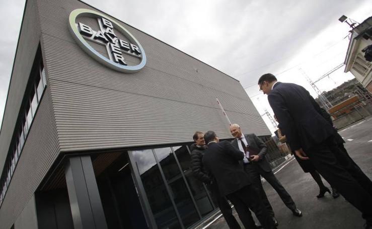 Rainer Krause inaugura un nuevo edificio en la planta de Bayer en La Felguera