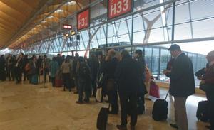 Un avión de Iberia aborta un aterrizaje en Asturias por un fallo en los frenos