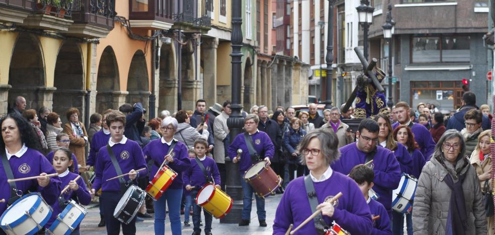 El traslado de Jesusín de Galiana abre la Semana Santa de Avilés