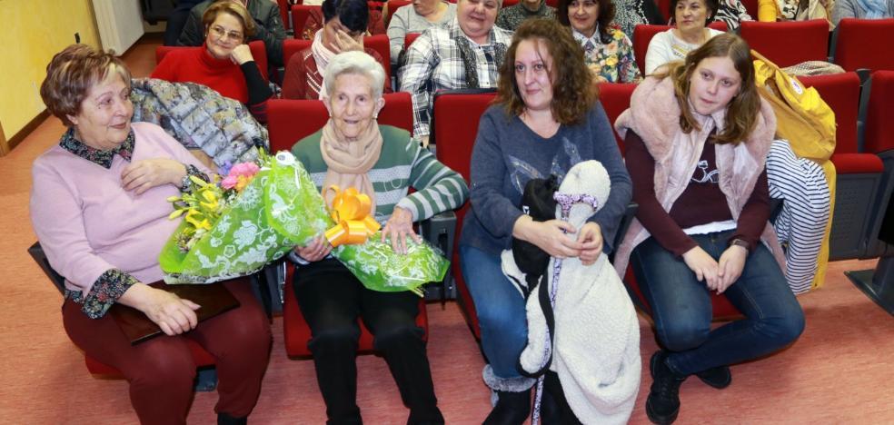 Turón rinde homenaje a las mujeres del carbón y a la abuela del valle