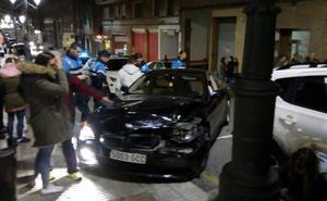 Un coche se estrella en la calle San Melchor de Oviedo