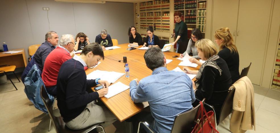 La comisión del agua pide que comparezca Mercedes Fernández a instancia de los exconcejales del PP