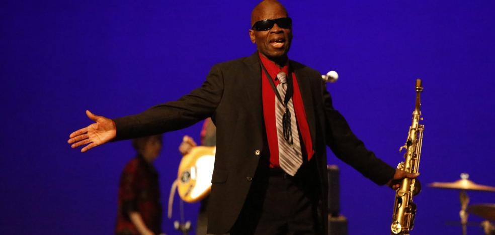 Maceo Parker abarrota el Teatro de la Laboral con su descarga de funk