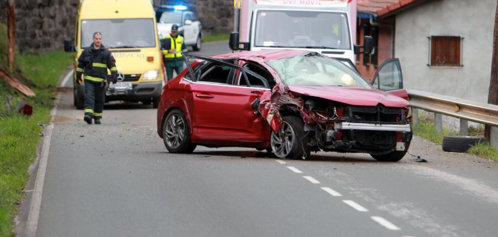 Un herido en un accidente en Ujo