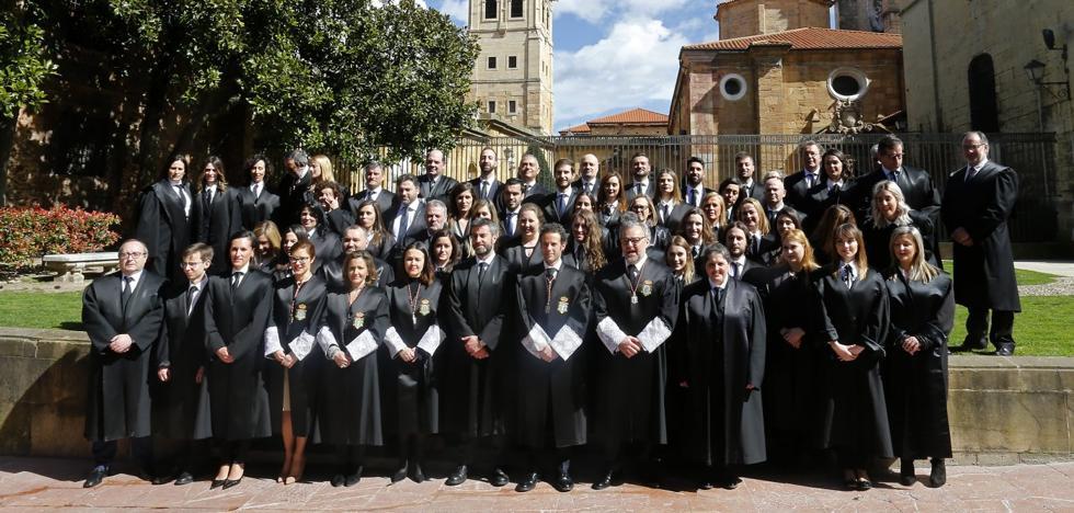 32 nuevos letrados entran en el Colegio de Abogados de Oviedo
