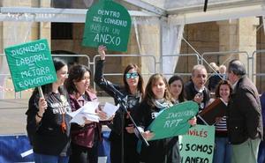 El PSOE de Avilés y los no adscritos respaldan el la subida salarial de las educadoras