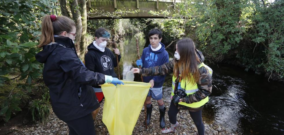 Los scouts de Keltikhé retiran 40 kilos de basura del Piles