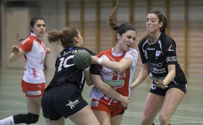 El Oviedo no da opción al Balonmano Gijón