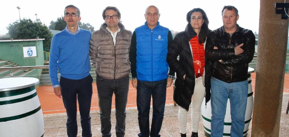 La nueva junta directiva del Club de Tenis Avilés se presenta en sociedad
