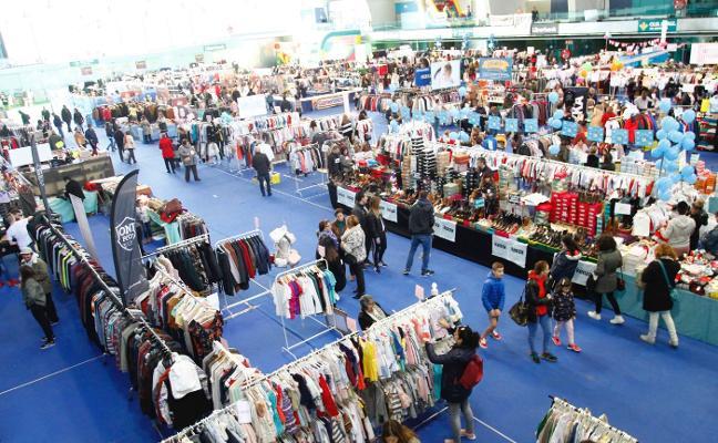 Las ofertas atraen a visitantes y logran buenas ventas de la Feria de Saldos