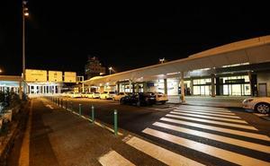 Los autobuses del aeropuerto de Asturias modifican sus horarios para esperar a los últimos vuelos