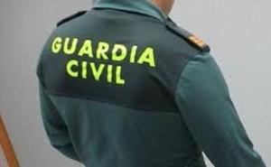 Buscan a un Guardia Civil que se lanzó a un arroyo para rescatar a una pareja en Sevilla