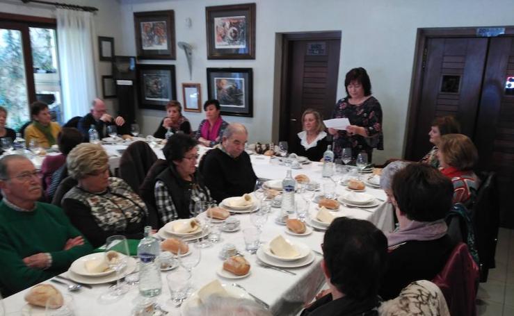 La Asociación de Mujeres Campesinas de Asturias (AMCA) presenta en Luarca el libro 'Abuela campesina'