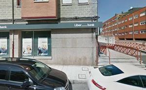Atracan la sucursal de Liberbank en Colloto y se llevan 5.000 euros