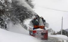 Emergencias pide evitar los desplazamientos por carretera por el temporal de nieve