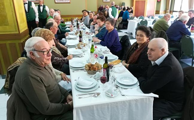 Los mayores se reúnen en Allande