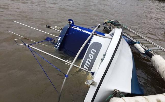 Se hunde una embarcación de recreo en el puerto deportivo de Avilés