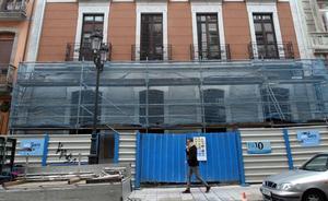Retiran los andamios de la fachada del número 25 de Melquíades Álvarez