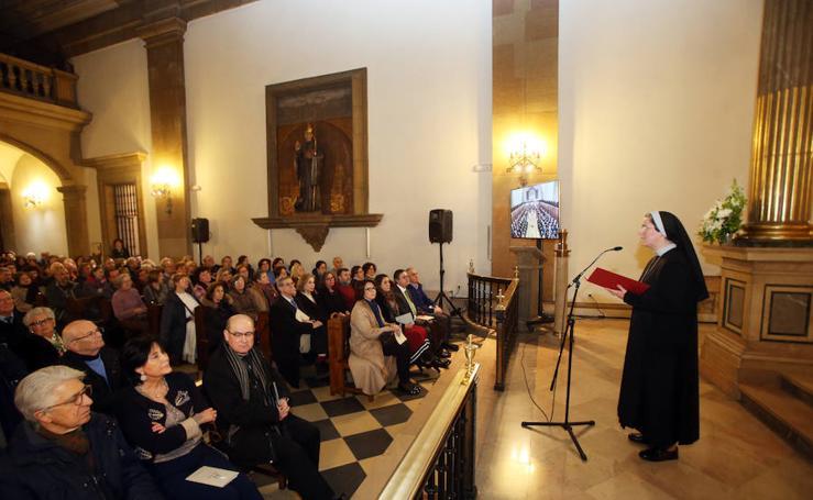 El coro de la Fundación canta junto a las Pelayas