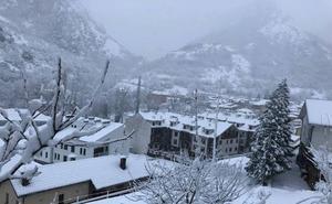 El tiempo en Asturias | El temporal da una tregua pero volverá el viernes con más frío y nieve