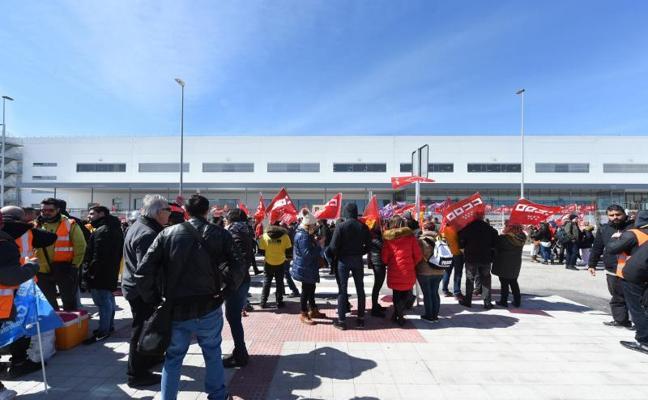 Masivo seguimiento de la primera huelga de los trabajadores de Amazon en España
