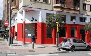 El bar de Quini cierra y cede sus recuerdos a la Fundación