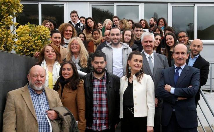 Entrega de diplomas a los participantes en el programa para la creación de negocios en el Camino de Santiago