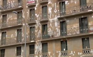 Un fondo de inversión compra un edificio de Barcelona y echa a las 28 familias