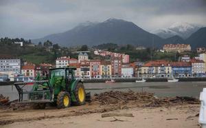 Ribadesella prepara sus playas para Semana Santa