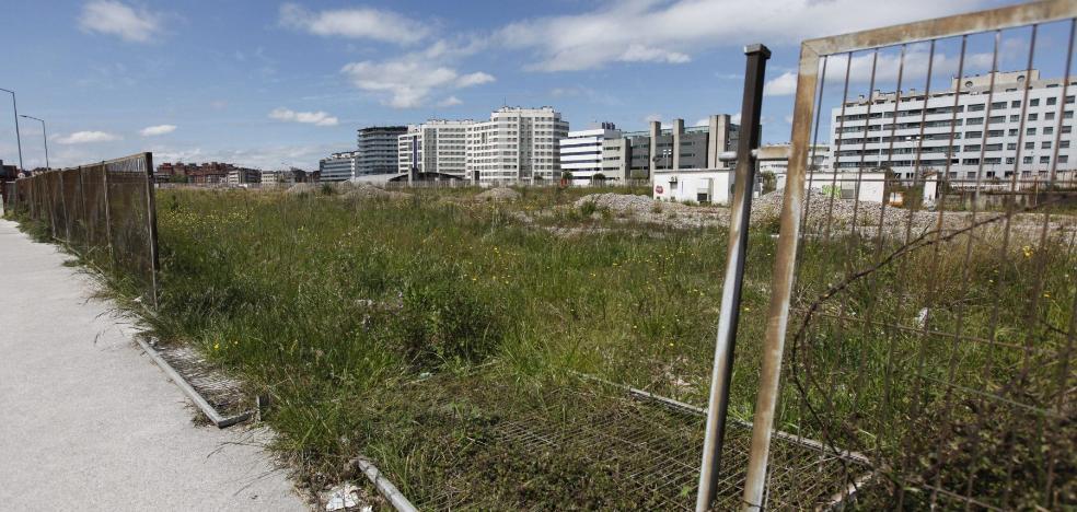 La oposición apoya las demandas de vecinos y arquitectos, pero rechaza parar el plan de vías