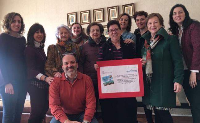 Cheque de las dominicas para Manos Unidas