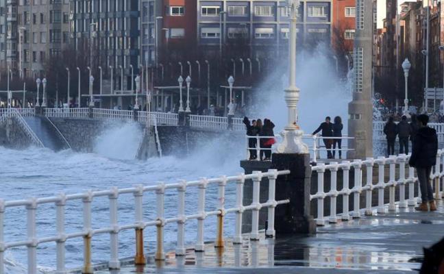 La ciclogénesis explosiva 'Hugo' llega a Asturias con frío, viento y lluvias durante el fin de semana