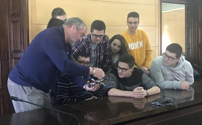 Once institutos asturianos harán volar sus drones en junio en La Felguera