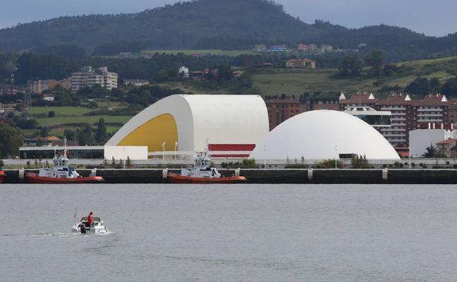 Las programaciones del Niemeyer y Laboral Centro de Arte, «bajo mínimos»