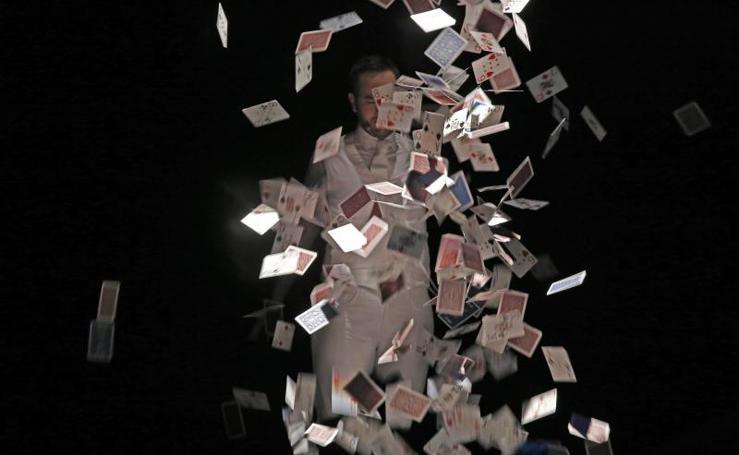 Jorge Blass llena de magia el teatro de la Laboral de Gijón